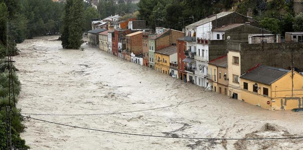 Las fuertes lluvias dejan dos muertos, inundaciones y destrozos en España