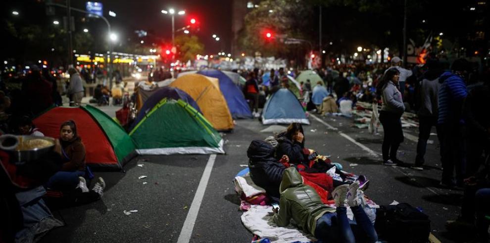 Buenos Aires amanece con manifestantes acampados por la emergencia alimentaria