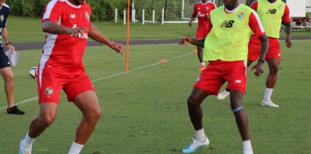 Panamá entrena en Bermudas; Gallego perfila su alineación
