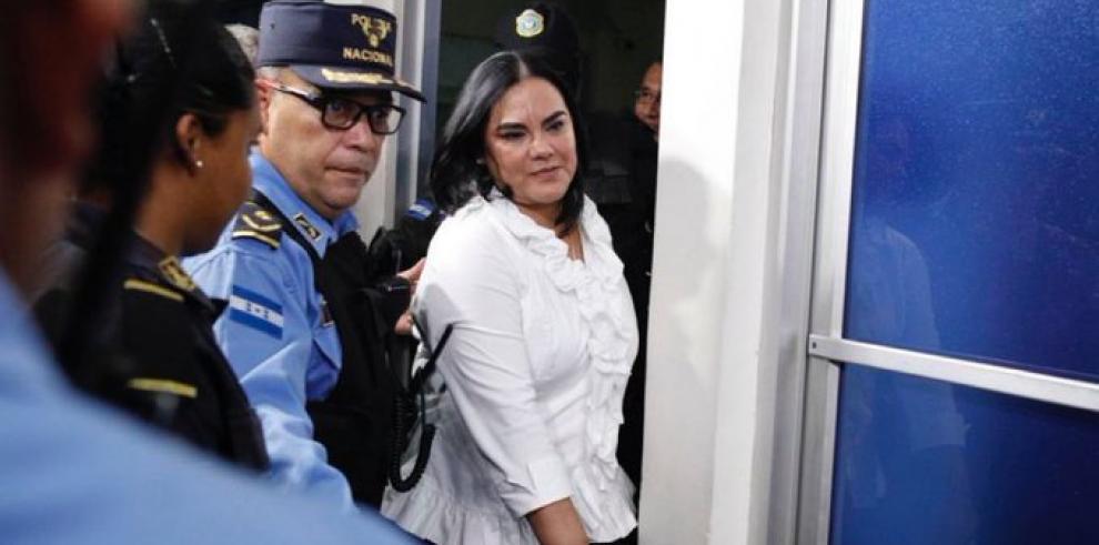 Condenan a exprimera dama de Honduras por corrupción