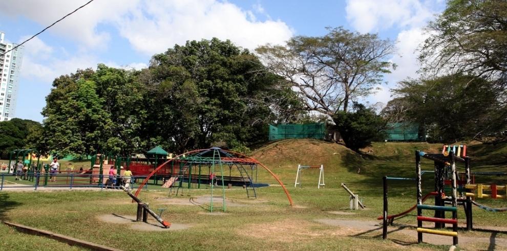 Encuentran cadáver de una mujer en el Parque Omar