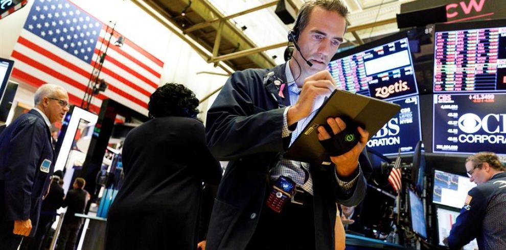 Wall Street se hunde después de que Trump pide a las empresas de EEUU dejar China