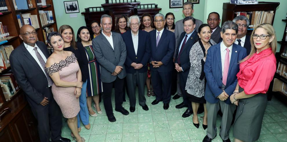 Colegio de Diplomáticos rinde tributo al expresidente Ricardo J. Alfaro