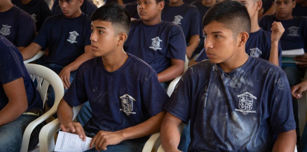 Orientan a los estudiantes vocacionales de Chapala en contra del trabajo infantil