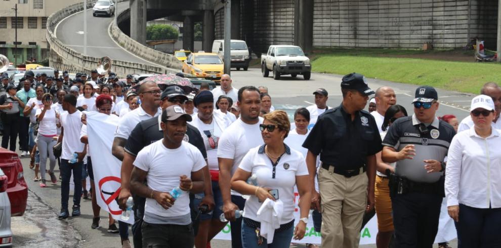 Marchan contra la violencia y por la paz en Calidonia