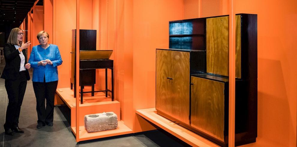 Merkel insta a mantener 'vivo el espíritu' de la Bauhaus en su centenario