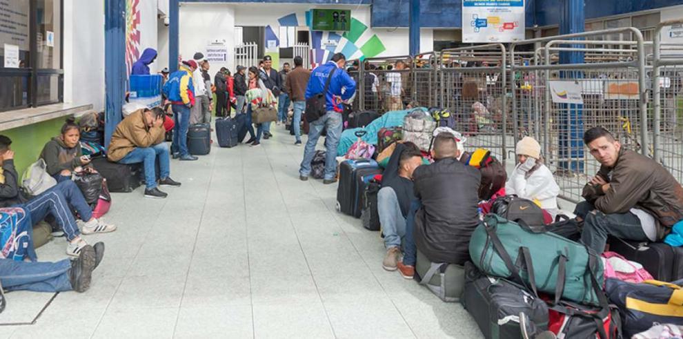 Colombia pide a Ecuador y Perú un corredor humanitario para venezolanos