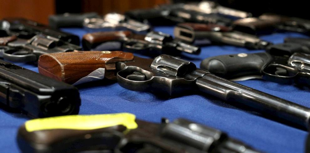 Entran en vigor en Texas leyes que relajan controles de armas pese a tiroteos