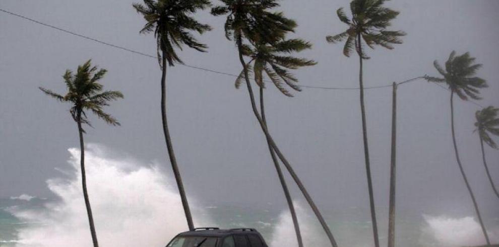 Dorian sigue azotando Bahamas tras causar devastación y al menos 5 muertes