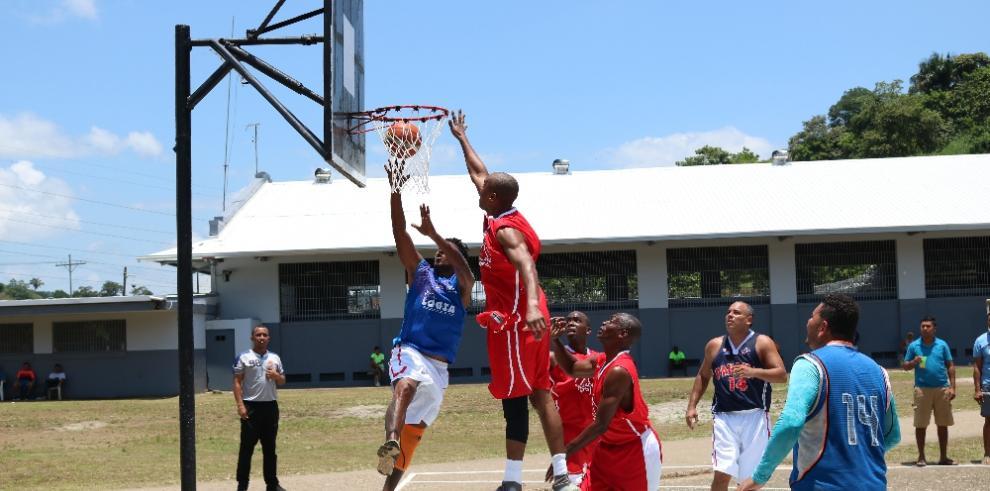 Exseleccionados de baloncesto realizaron juego amistoso con reclusos de El Renacer