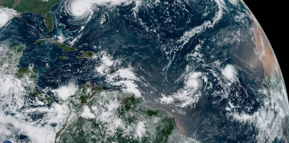 Humberto se vuelve un huracán de categoría mayor