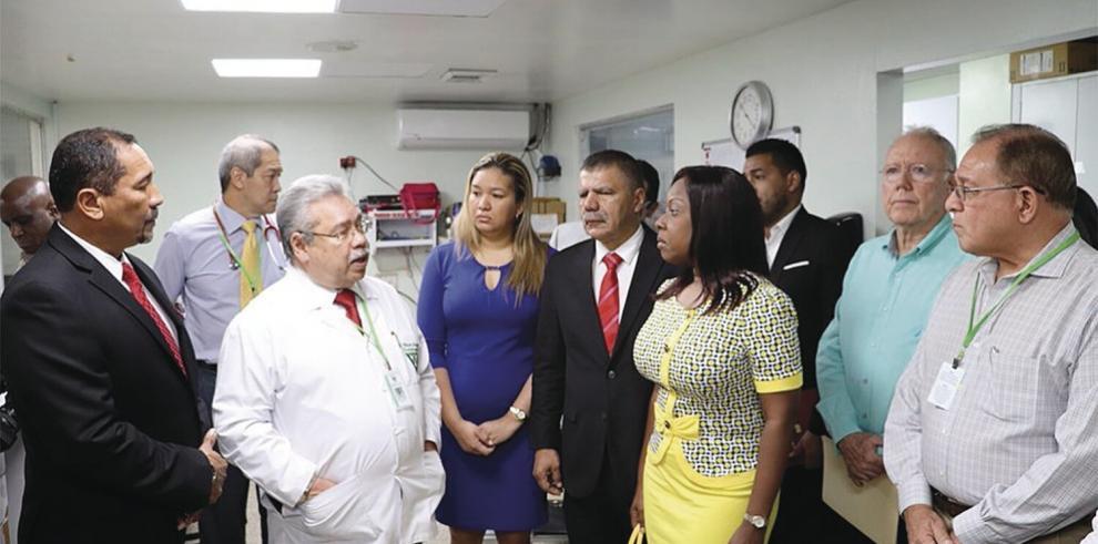 Diputados visitaron el Hospital del Niño para conocer sus actuales condiciones.