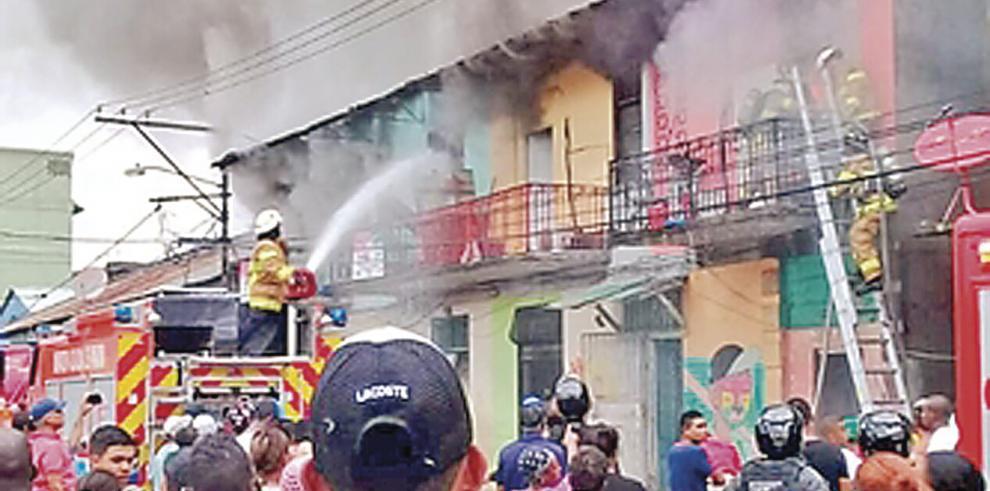 Un bombero muerto y otro herido deja incendio en El Chorrillo