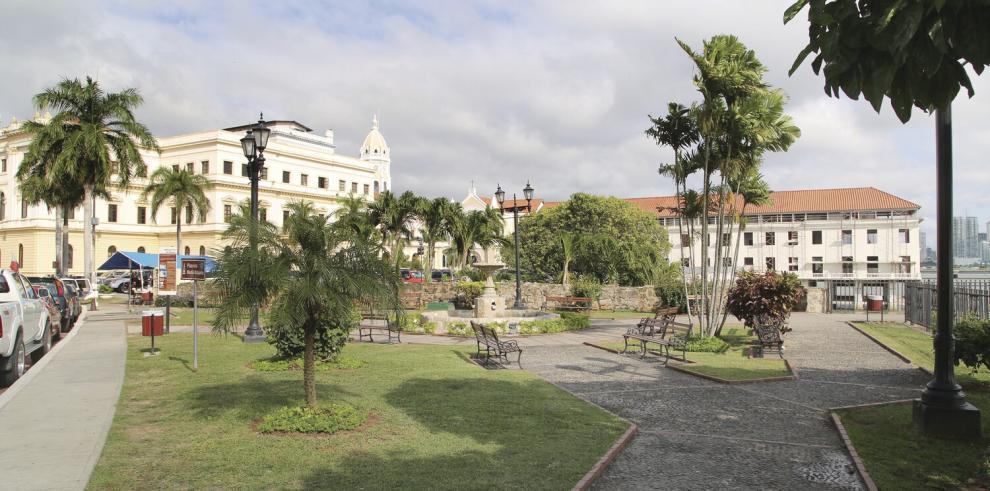Un_congreso_en_honor_a_la_fundacion_de_la_ciudad_de_Panama-1