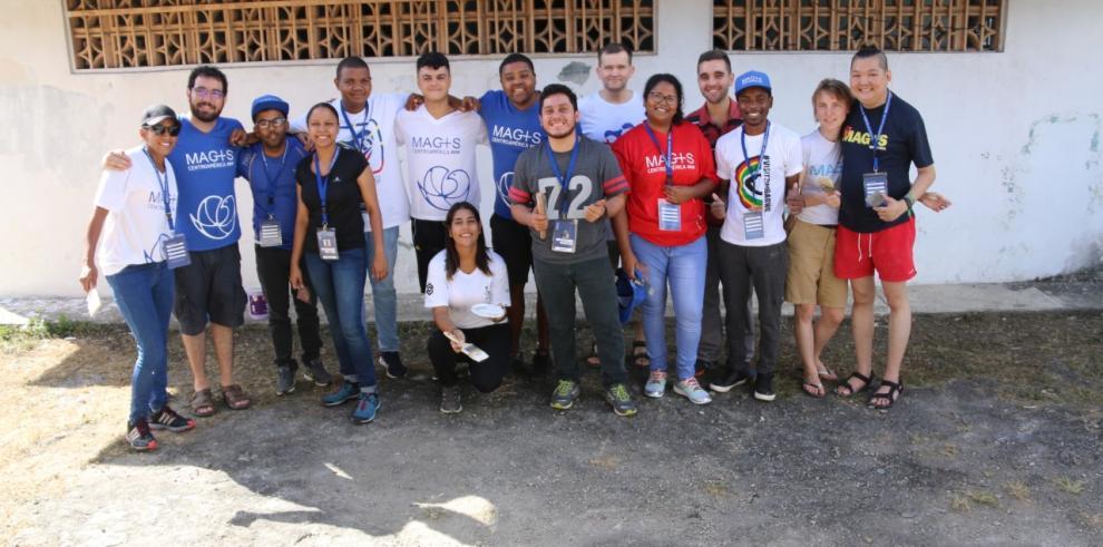 Peregrinos realizan labor social en el Centro de Custodia de Arcoíris