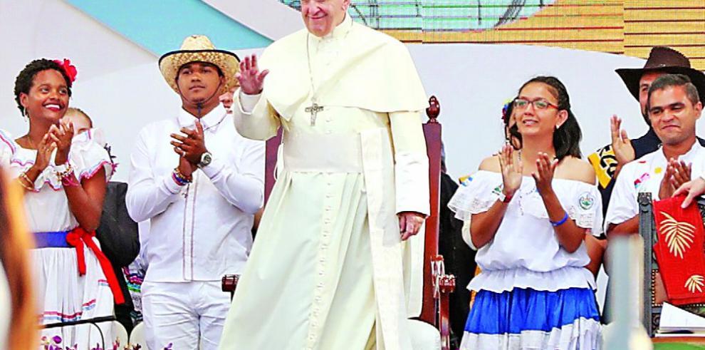 El papa Francisco tiende lazos interreligiosos con grupos en el Oriente