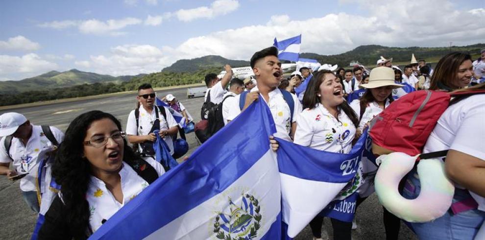 Salvadoreños llegan a Panamá con San Romero de América a esperar al papa