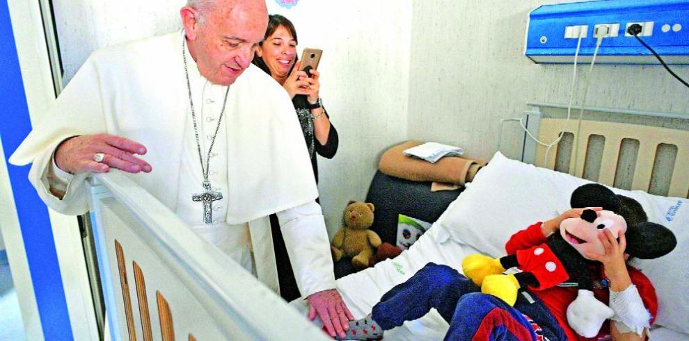 Francisco envió un mensaje a los centros de salud católicos