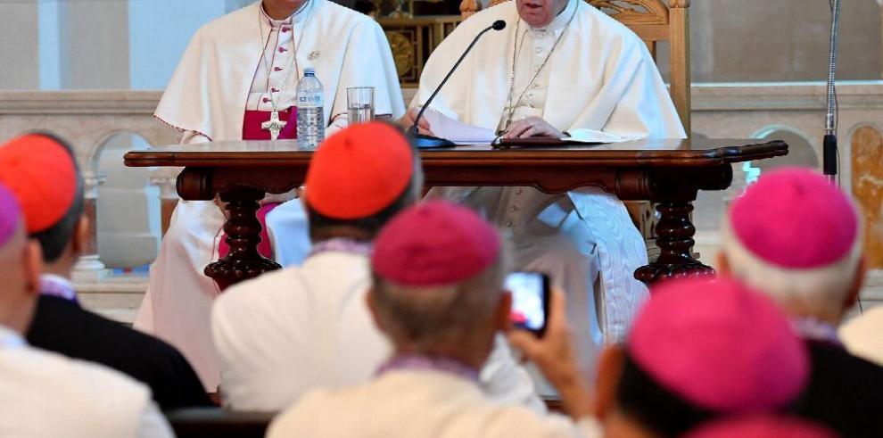 Papa reclama a obispos cercanía con el pueblo