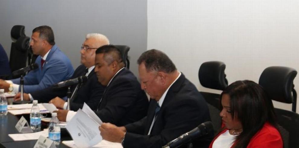 'Uber y taxis deben tener iguales condiciones', Vargas