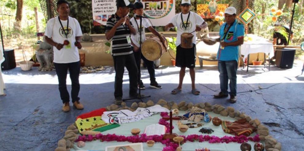 Jóvenes indígenas comparten sus retos y esperanzas