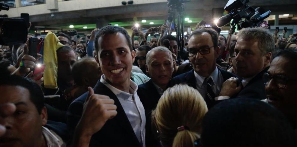 Guaidó llega al aeropuerto de Caracas