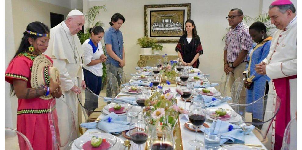 Francisco habló de abusos del clero en comida con jóvenes