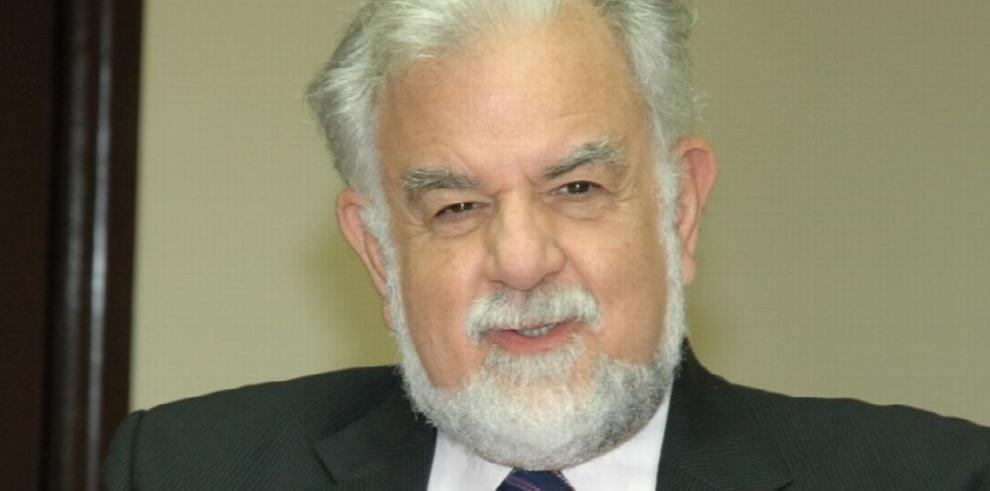 Urrutia: 'Cuarta línea no debe ser politizada'