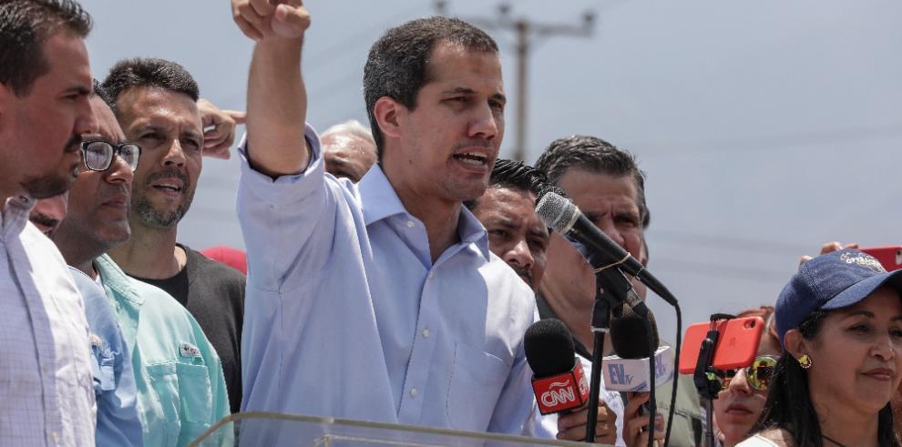 Guaidó dice que Gobierno de Maduro está débil y quiso 'manipular' con diálogo