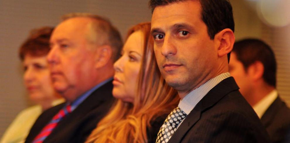 Pugna legislativa frenaría remoción de Corcione y Mizrachi