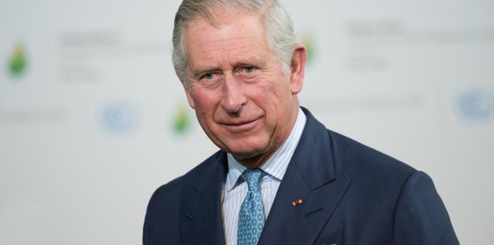 El príncipe Carlos suelta una palabra malsonante en un acto oficial