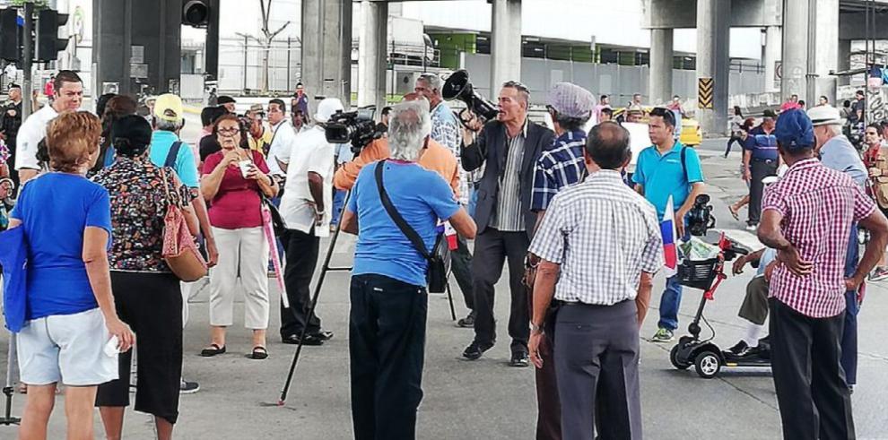 Jubilados amenazan con cierre de calles durante la JMJ