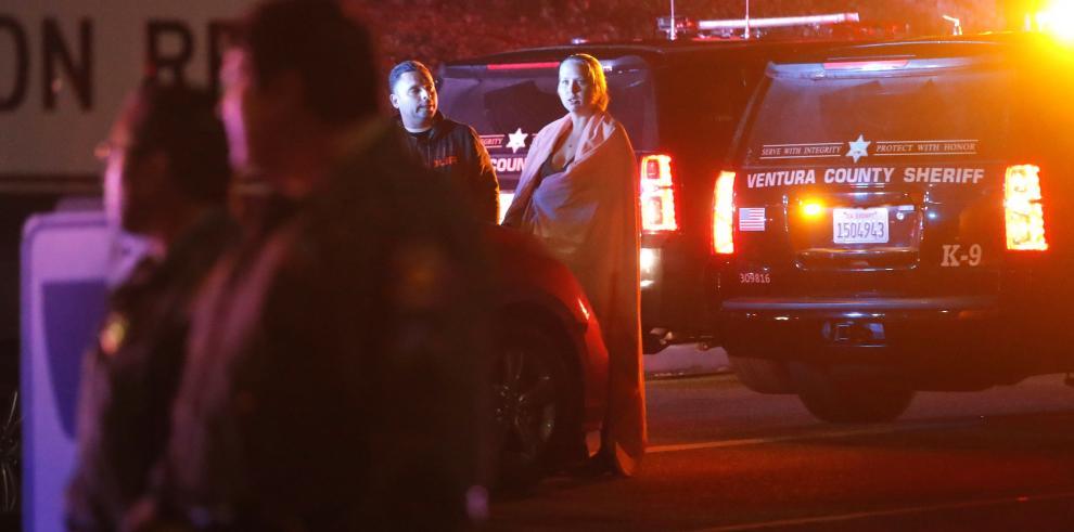 Doce muertos en un tiroteo en un bar de California