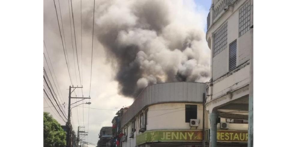Miviot evalúa a damnificados, tras incendio en Colón