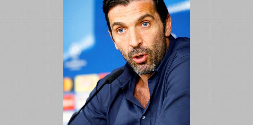 Buffon insiste en que no hubo penal en jugada decisiva