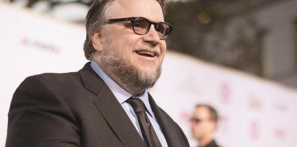 Guillermo del Toro recibe homenaje y dice que su raza está siendo