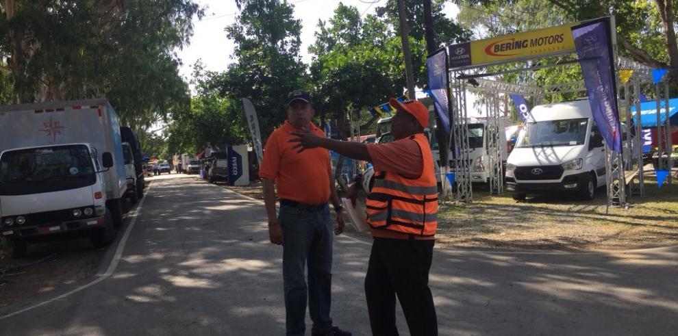 Donderis se reúne en la Feria de Azuero con propietarios de la 'Ciudad Mágica'