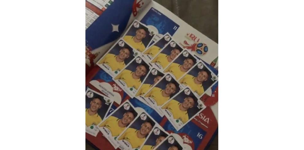 Novia de Neymar recibe decenas de cromos de él que
