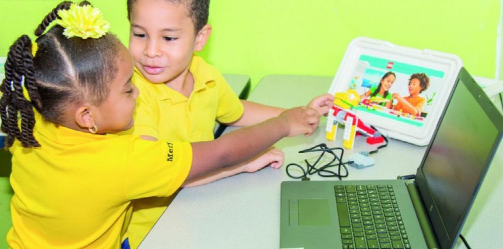 Colegios reciben apoyo en técnicas de robótica