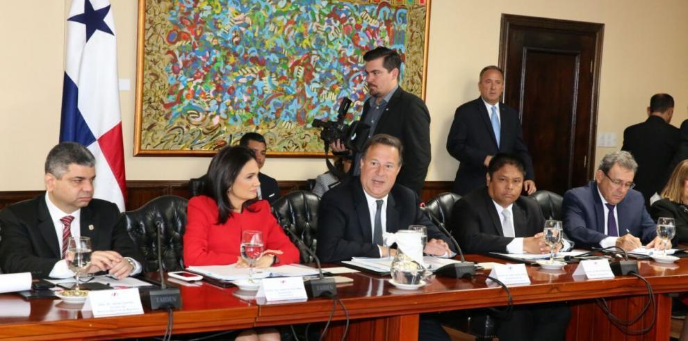 Varela y Solís sostienen encuentro bilateral
