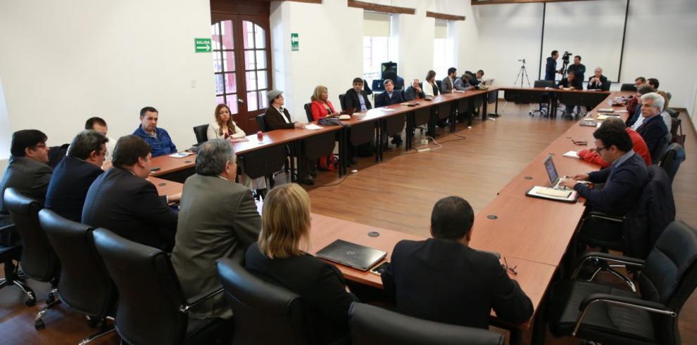 ELN dice combates con EPL comenzaron porque le declaró la guerra en Colombia