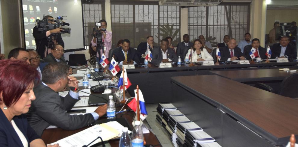 'Diputados comprometen labor del Sinaproc y salud de panameños'