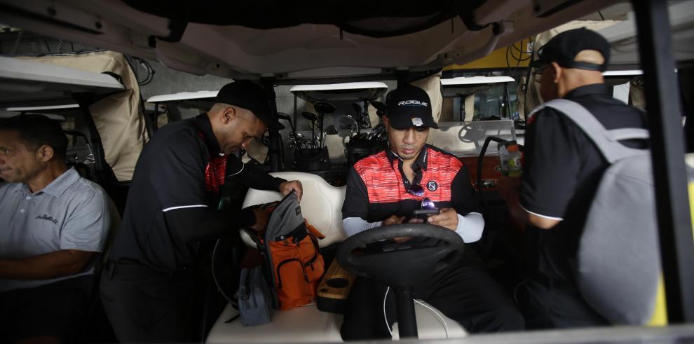 El excampeón Miguel Cotto triunfa en campos de golf de Panamá
