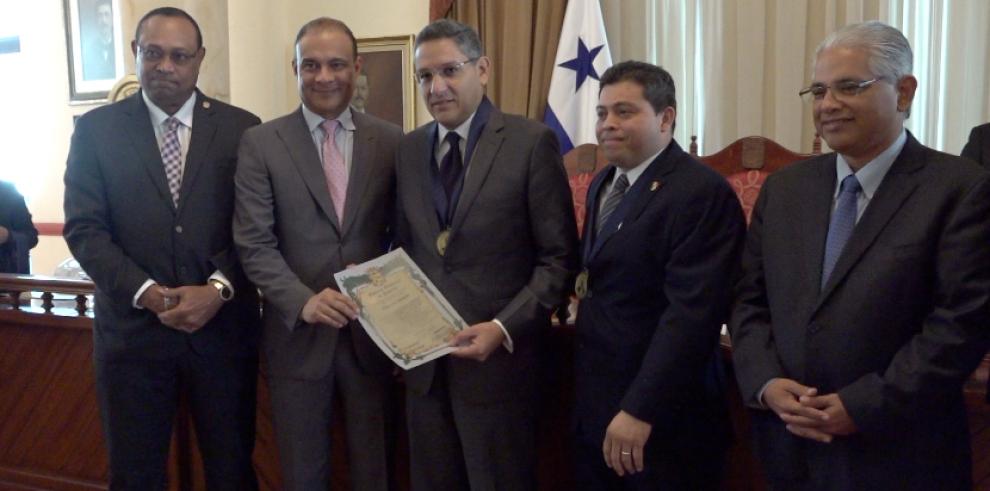 Consejo Municipal distingue la labor de periodistas