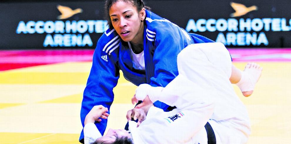 Sin apoyo oficial, dos judocas se la rifan