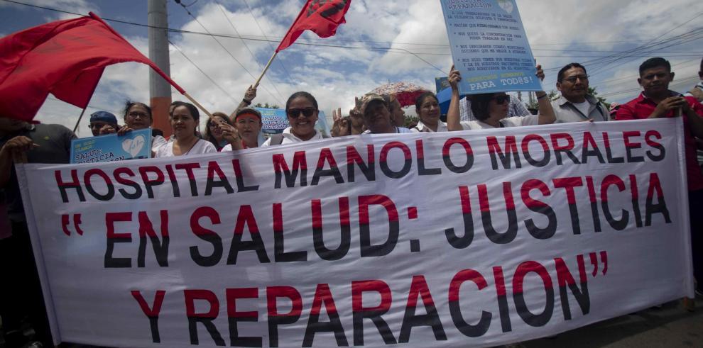 Varias ciudades protestan en Nicaragua contra Ortega y funcionarios lo apoyan