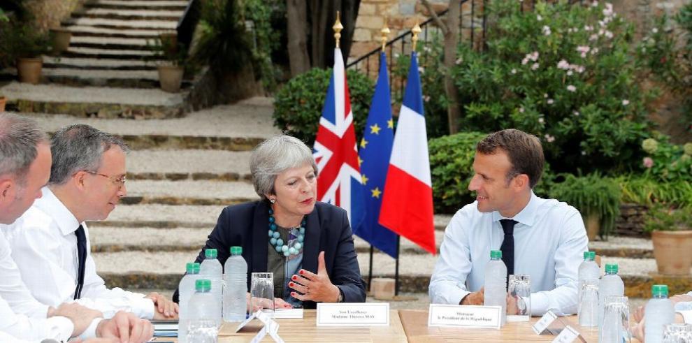 May busca apoyo en Francia para el brexit