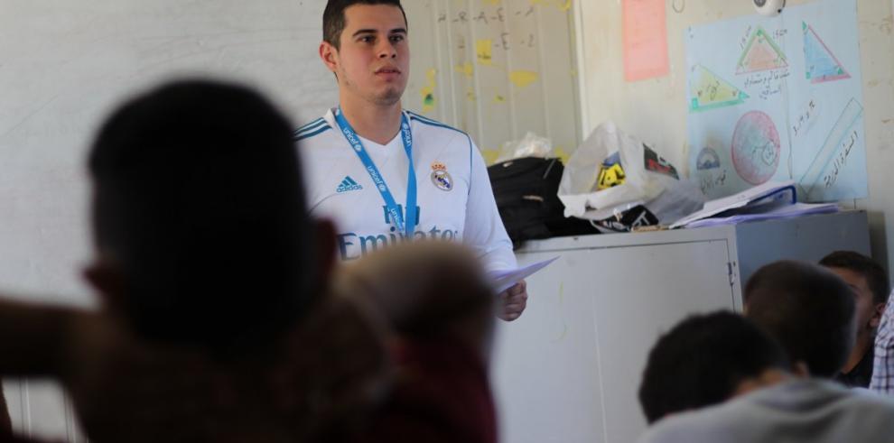 Docentes panameños comparten con niños refugiados en Jordania