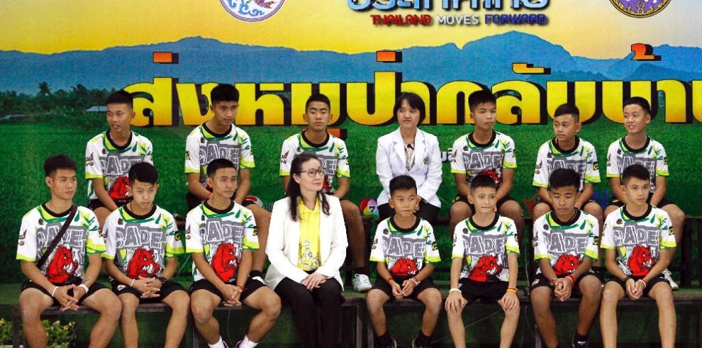 Niños tailandeses dicen que 'fue milagroso' cuando les localizaron