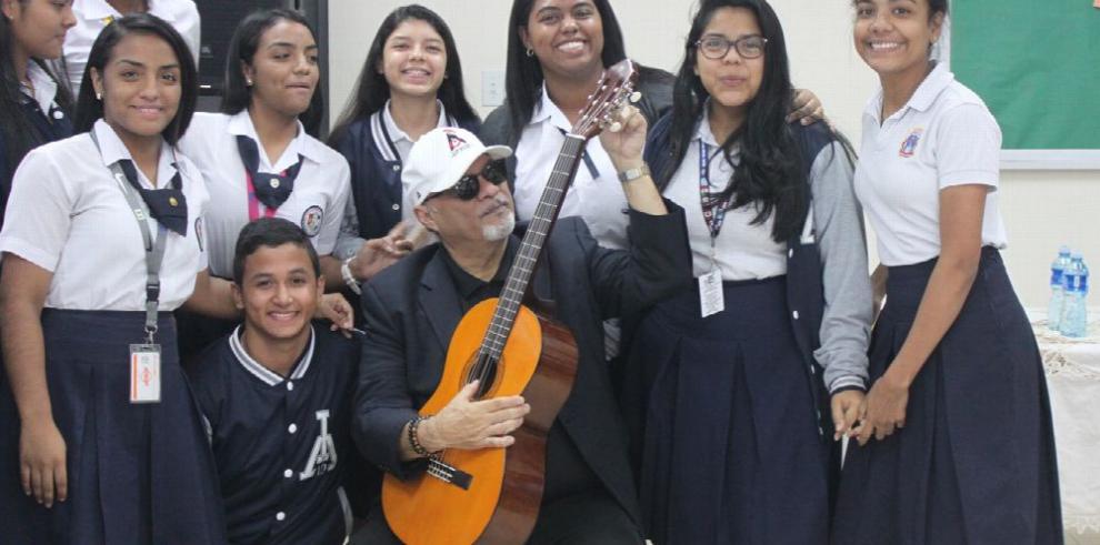 Omar Alfanno incentiva a jóvenes de JUPÁ